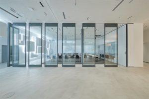 Bosch Stuttgart-Feuerbach commandoor glaswände open